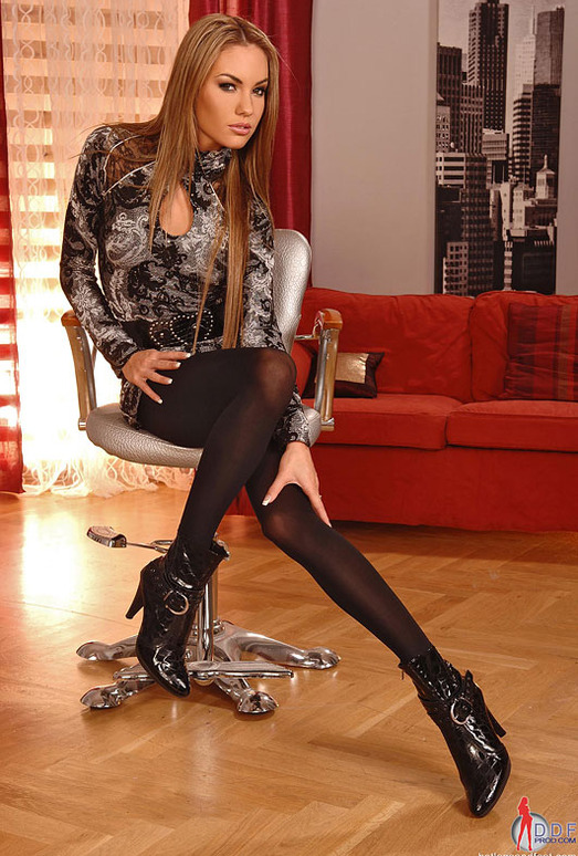 Verona - Hot Legs and Feet
