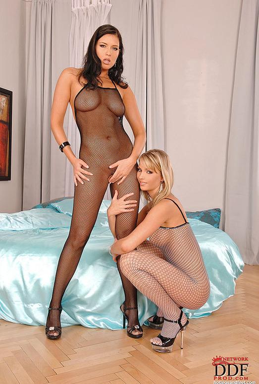 Gina & Veronica da Souza - Hot Legs and Feet