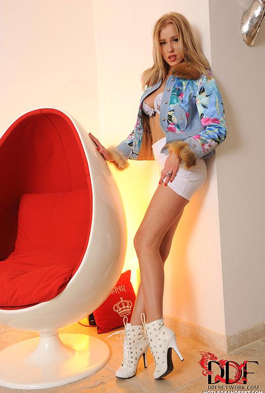 Teena Lipoldino - Hot Legs and Feet