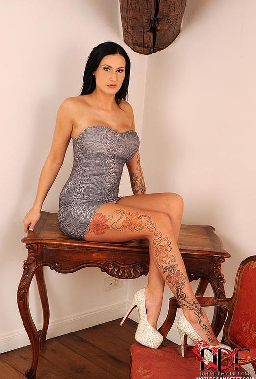 Isla - Hot Legs and Feet