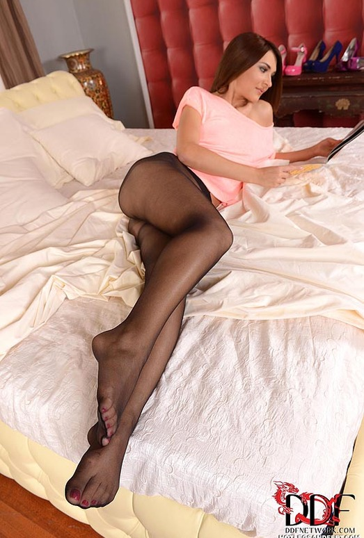 Alexis Brill - Hot Legs and Feet