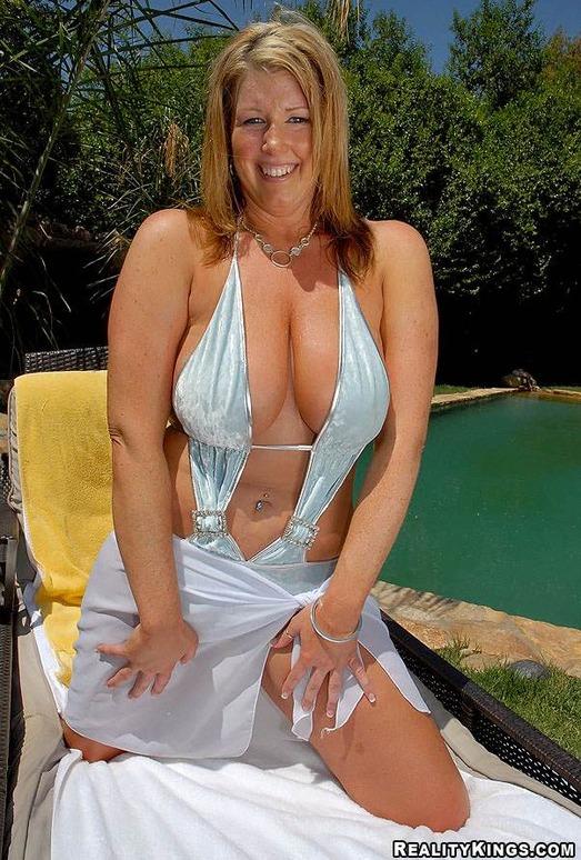 Zoey - Breastacular - Big Naturals
