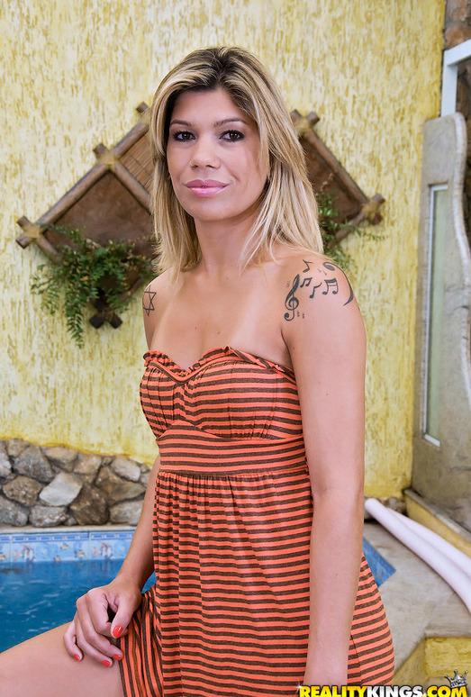 Carla Novais - Power Shower - Mike In Brazil