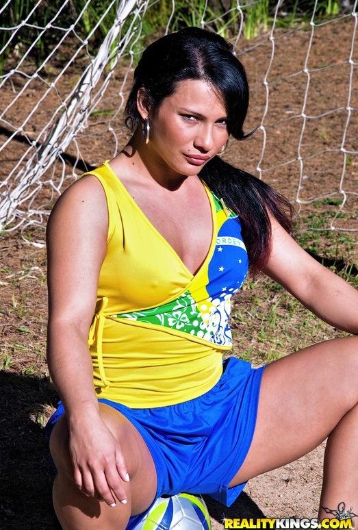 Dani Lopes - Sexy Striker - Mike In Brazil