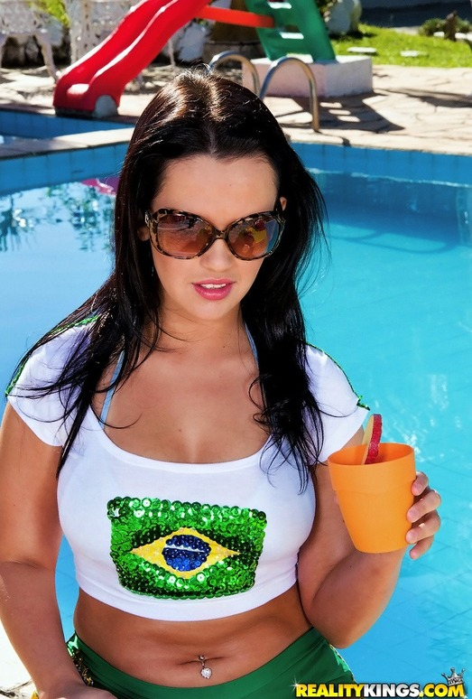 Tati Schnaider - Hump Booty - Mike In Brazil
