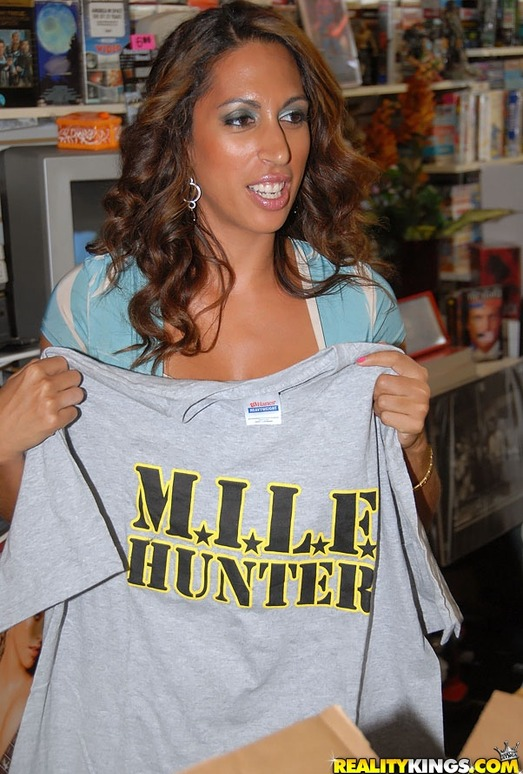 Giselle - Video Vixen - MILF Hunter