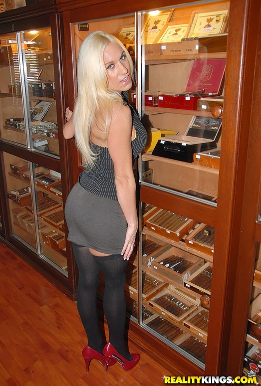 Ashley Starr - Cigars And Tits - MILF Hunter