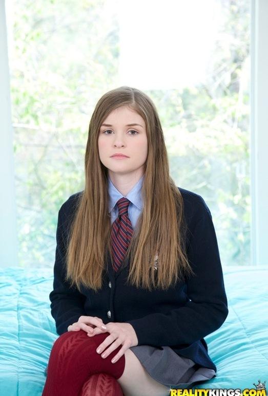 Lara Brookes - Lovely Lara - Pure 18
