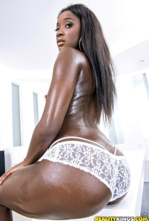 Bonnie Amor - Bubble Ass - Round And Brown