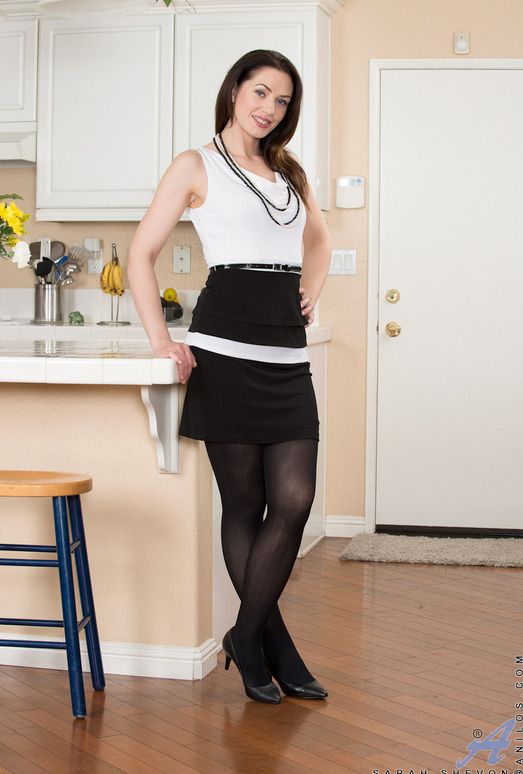 Sarah Shevon - Classy Housewife