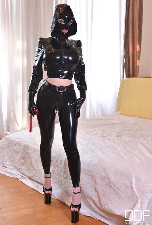 Latex attired female Latex Lucy sucking vibrator before inserting it in twat № 958720 без смс
