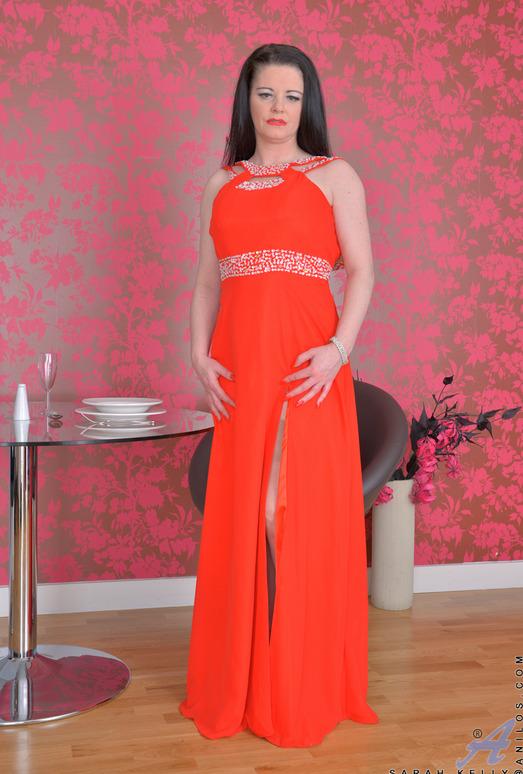 Sarah Kelly - Mature And Looking Good