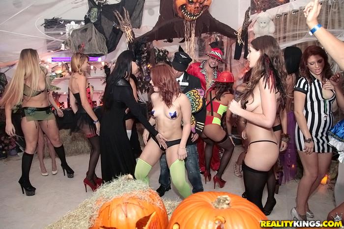 Sophia, Sabrina, Esmi Lee, Dylan - Happy Halloween