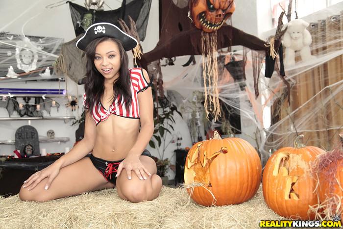 Adrian Maya - Sexy Pirate - Round And Brown
