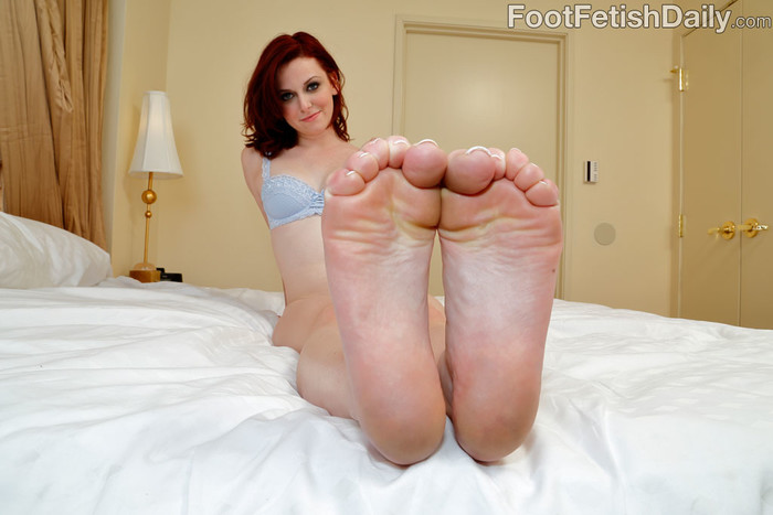 Emma Evins Gives a Footjob Blowjob and Exposes Her Sexy Feet