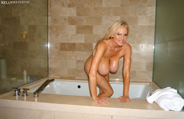 Big Titty Bath - Kelly Madison