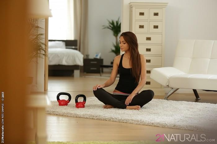 Alexis Brill - Sensual Workout - 21Naturals