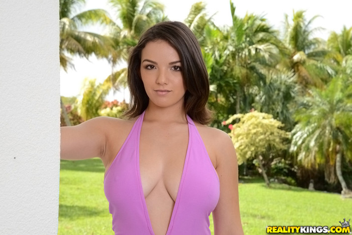 Shae Summers - Squeeze And Tease - Big Naturals