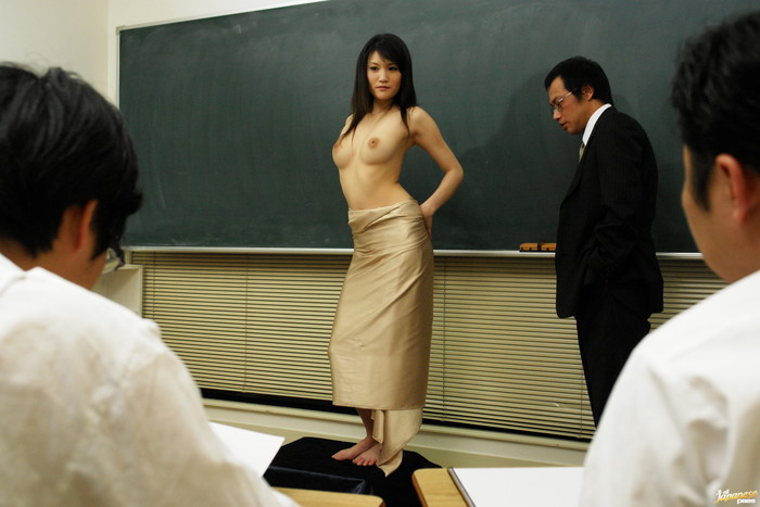 Suzuki Chao gives a great double blowjob and gets fucked