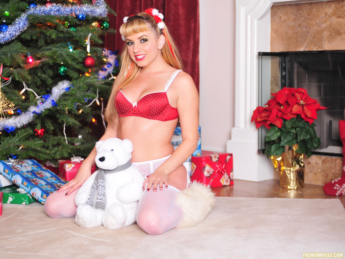 Lexi Belle - Lingerie and Fuzzy Boots