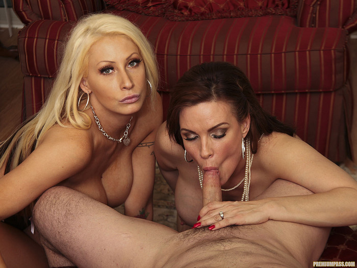 Candy Mason and Diamond Foxxx Make This Blowjob a Threesome