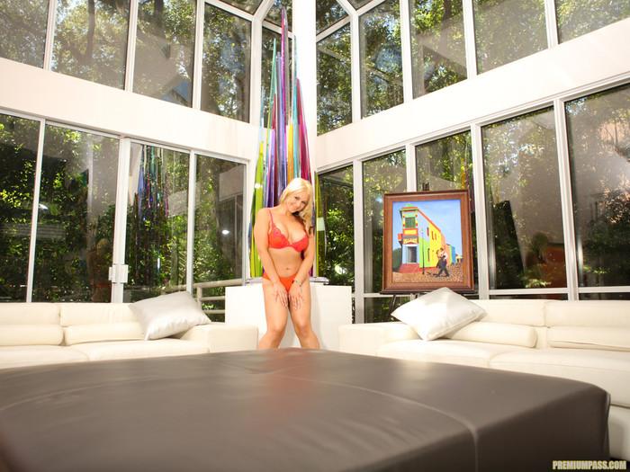 Sarah Vandella Gives You the View
