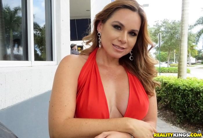 Gabriela - Hot Gabriela - MILF Hunter