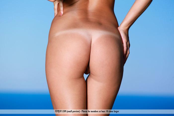 Get Naked - Dina P. - Femjoy