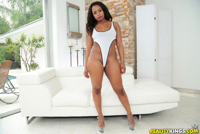 Dani Dreamz - Back Shots - Round And Brown