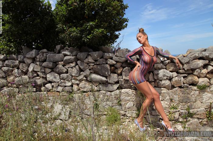 Vivien - The Naked Truth - PhotoDromm