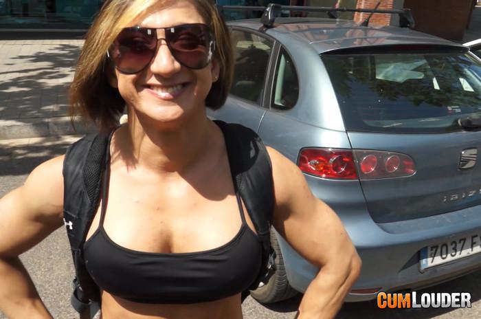 Karyn - Muscle Van