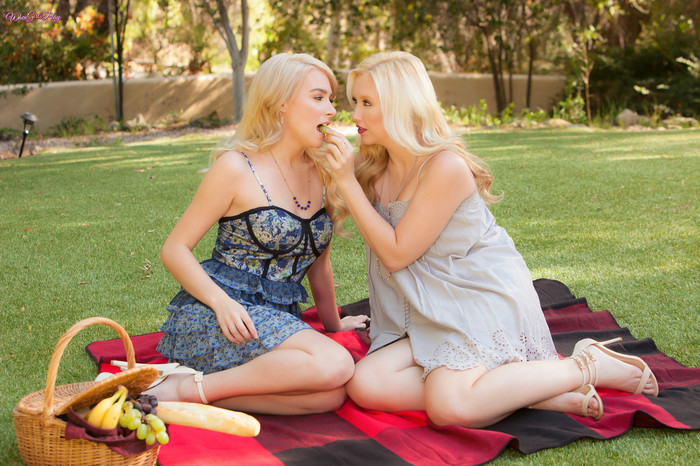 Penelope Lynn, Samantha Rone - I'm Into You!