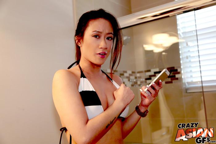 Amber Q - Bikini Selfie - Crazy Asian GFs