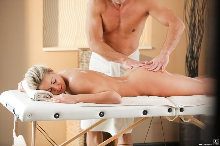Christen Courtney - Sensuous Anal Massage