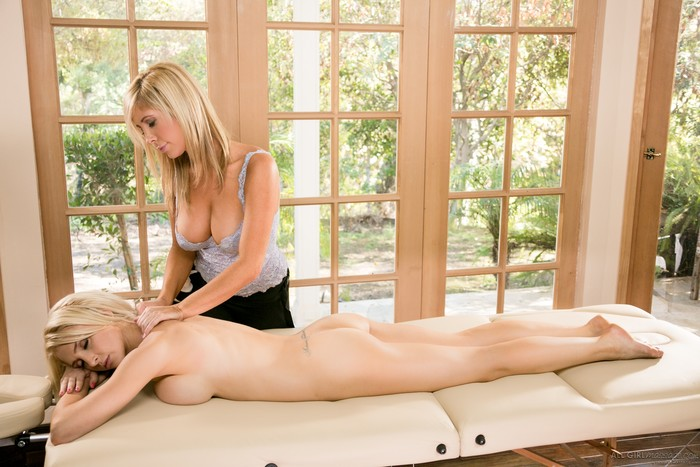 Tasha Reign, Alix Lynx - Sex Therapy