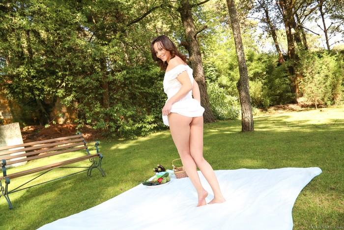 Alysa, Isabella Clark - Anal Acrobats #09