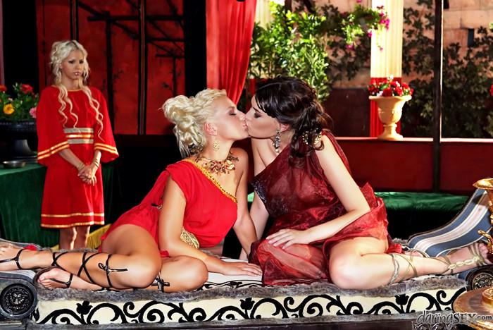 Milla Pussinova, Jennifer Love - Roma #02