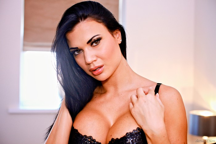 Jasmine Jae - Fade Into You
