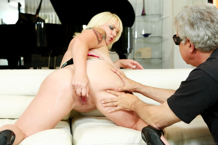 Missy Monroe - Fornication 101 #07 Squirt Edition