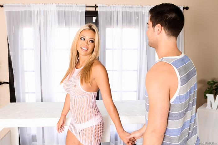Mia Lelani And Seth Gamble - Fantasy Massage