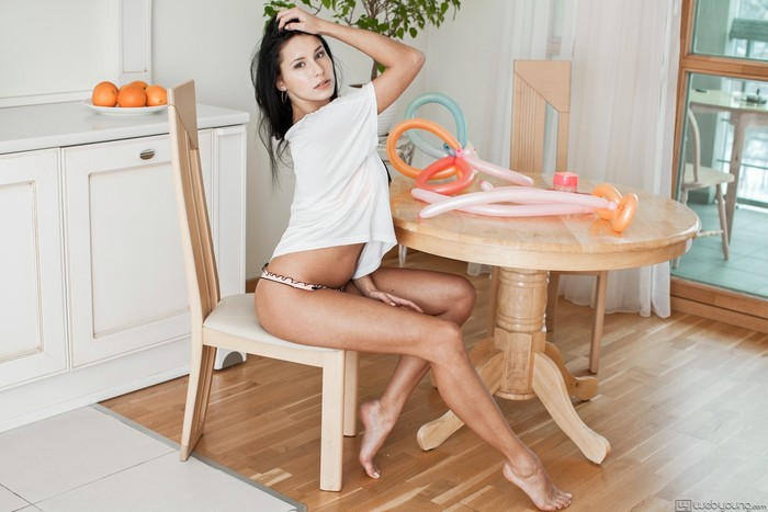 Mira - Playgirl - Girlsway