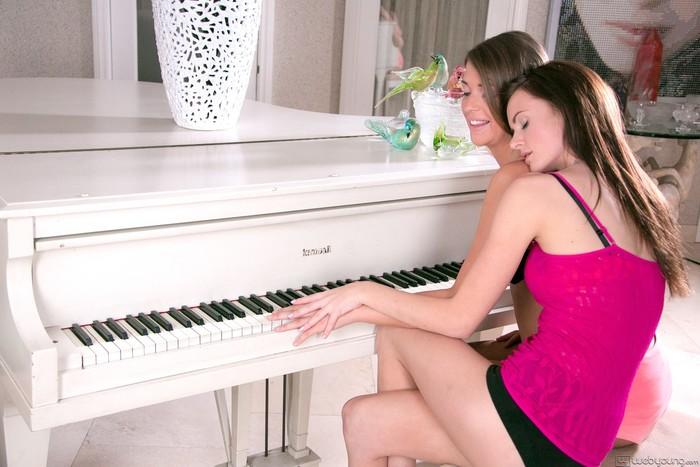 Jayden Woods, Jenna Lohan - Dear Diary - Girlsway