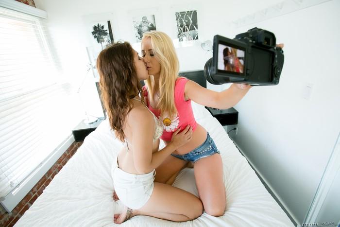 Mandy Armani, Ariana Grand - Venice Beach Pickup - Girlsway