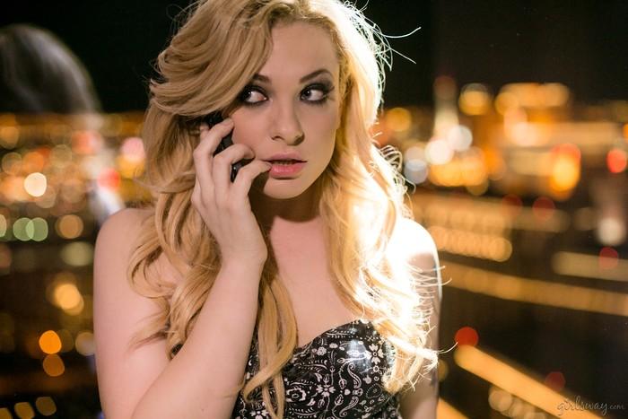 Dahlia Sky, Cadence Lux - Vegas Sins: Part One - Girlsway