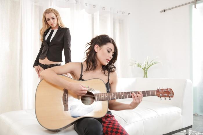 Lexi Belle, Raven Rockette - Lexi Belle Loves Girls