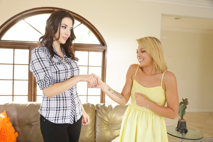 Zoey Monroe, Jelena Jensen - Mother Lovers Society #14