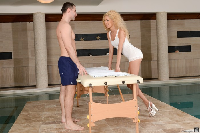 Monique Woods - Poolside Full-Body Massage - 21Sextury