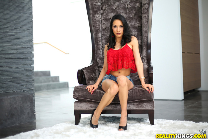 Tia Cyrus - Tia Titties - 8th Street Latinas