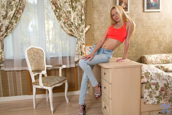Vicki - tiny teen blonde