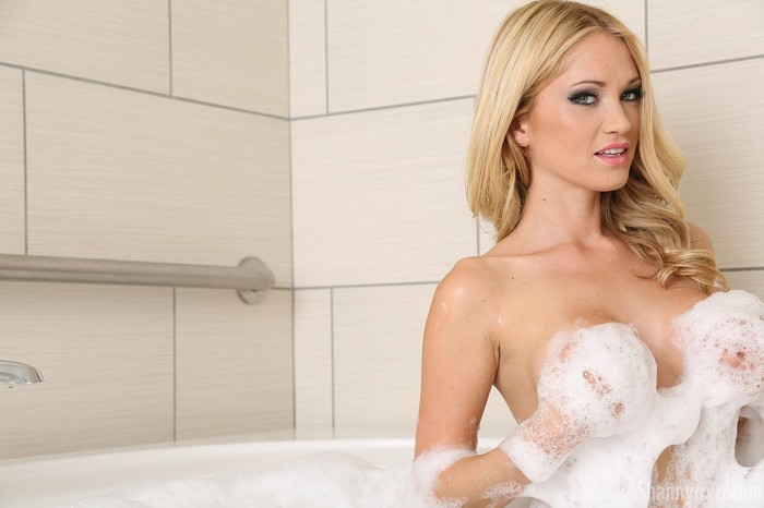 Shannyn takes a bubble bath